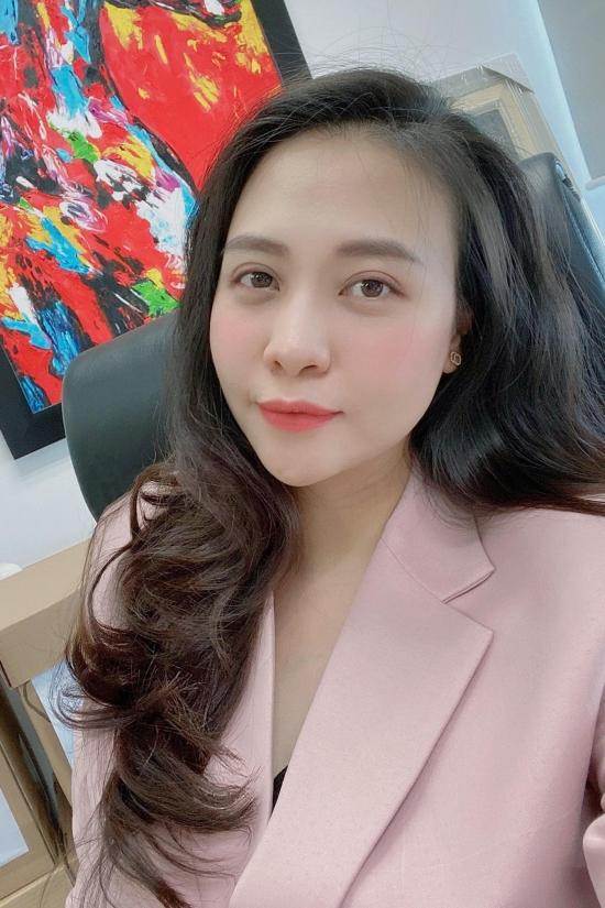 Nhan sắc Đàm Thu Trang sau sinh con.