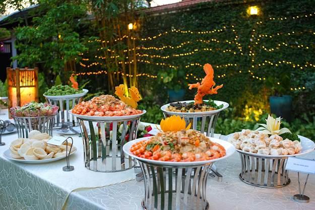 Đầu bếp nhiều năm kinh nghiệm tại Hai Thụy Catering thành thạo ẩm thực 3 miền Bắc, Trung, Nam cùng phong cách nấu ăn Á - Âu.