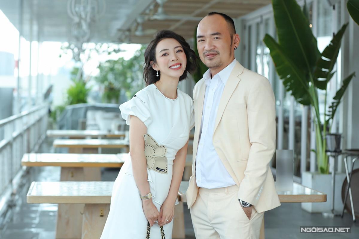 Thu Trang - Tiến Luật kết hôn năm 2011 và có một con trai tên Andy. Hiện họ là một trong những cặp vợ chồng được yêu mến của showbiz Việt, từng đóng cặp nhiều lần trên sân khấu kịch và trong các phim. Ngoài ra, Thu Trang điều hành một công ty làm phim, còn Tiến Luật kinh doanh đông trùng hạ thảo.