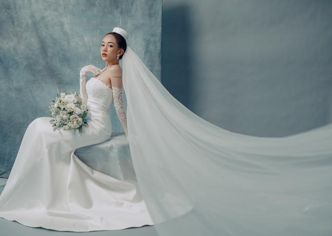 Bộ ảnh được thực hiện bởi trang phục: Hacchic Couture, ảnh: Sồi Photography.