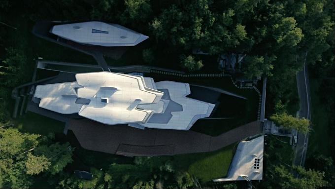 Dinh thự giữa rừng mô phỏng tàu vũ trụ của tỷ phú Nga