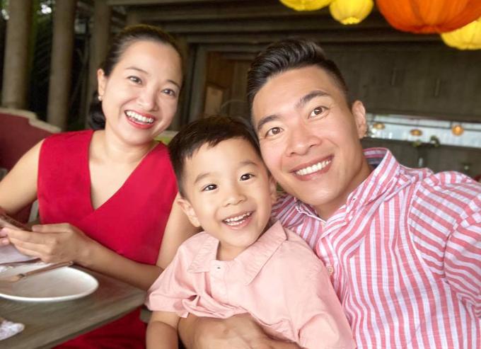 Hôn nhân hạnh phúc, đầy tiếng cười của Hồng Phượng - Quốc Cơ khiến nhiều người ngưỡng mộ.