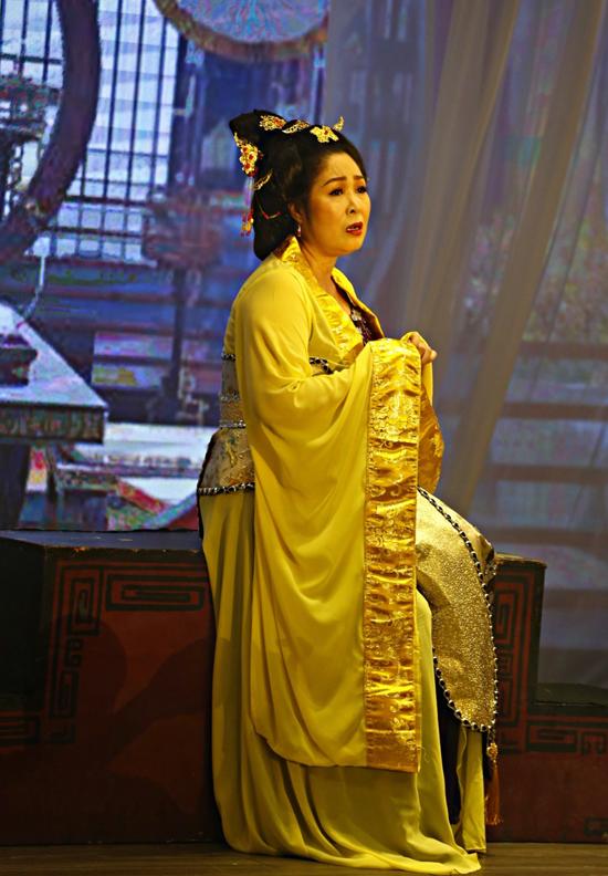 MV tái hiện nhiều cảnh quay trong phim 3D cung tâm kế của Hồng Vân.