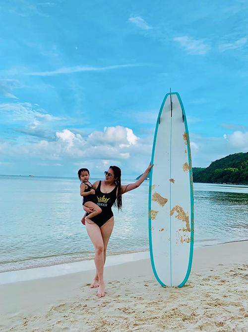 Phan Như Thảo tự tin với nhan sắc gái một con.