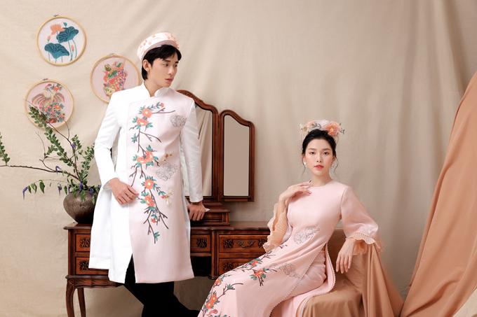 Thông qua các bộ áo dài đôi, nhóm thiết kế muốn truyền tải lời chúc uyên ương sự bình an, tình yêu bền vững theo năm tháng.