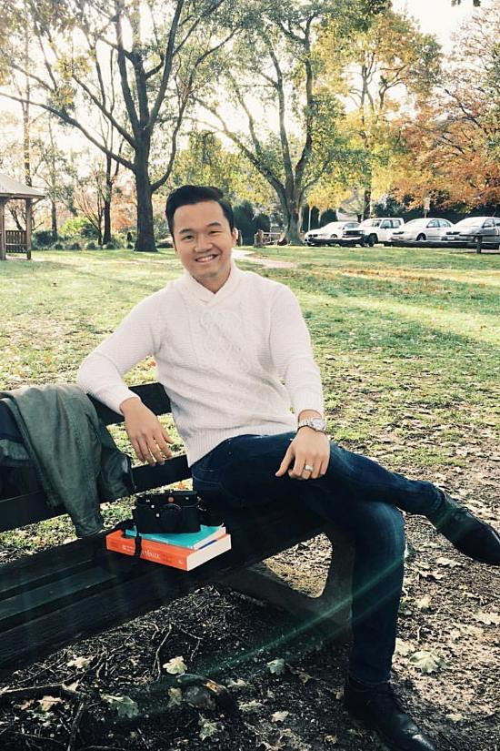 Vinh Nguyễn là Việt kiều sinh sống và học tập ở Australia, sau đó về Việt Nam lập nghiệp.