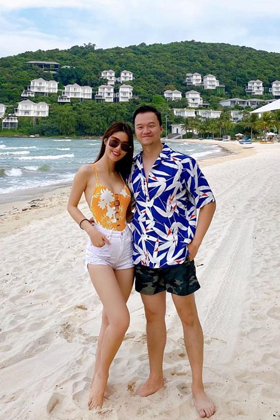 Cặp đôi tận hưởng hạnh phúc trong chuyến đi Phú Quốc tháng 11/2019.