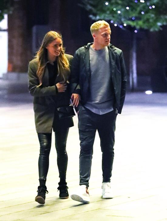Ngôi sao người Hà Lan và bạn gái cùng nhau thưởng thức bữa tối tại một nhà hàng Australia tại thành phố Manchester.