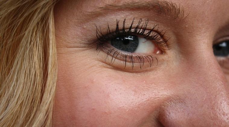 Vùng da quanh mắt là nơi rất khó để che giấu dấu hiệu của lão hóa.