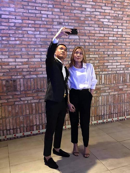 Wowy Nguyễn pose ảnh khi có dịp gặp gỡ ca sĩ Mỹ Tâm.