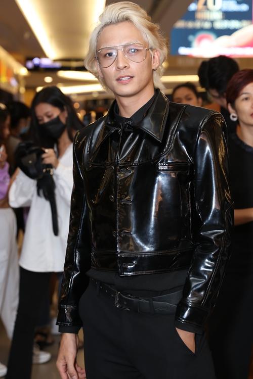 Ròm là phim đầu tiên diễn viên Lãnh Thanh tham gia sau khi Nam tiến cách đây hơn năm năm.