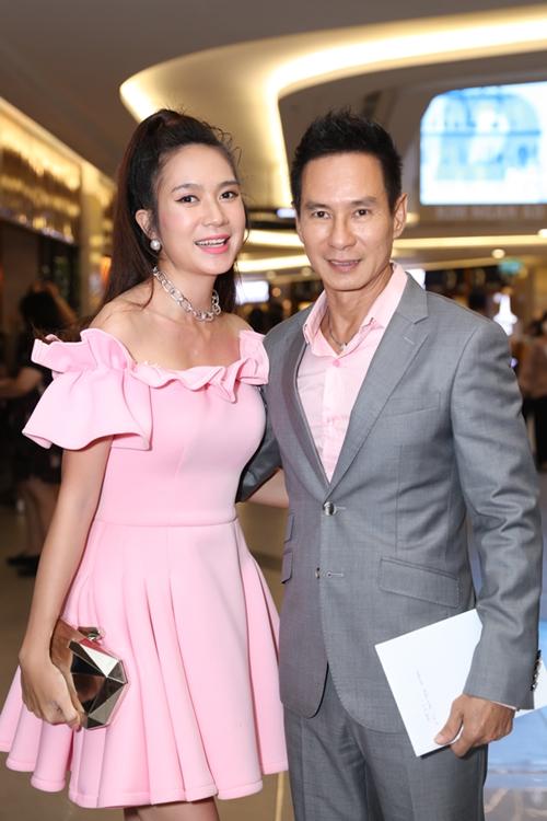 Vợ chồng đạo diễn Lý Hải - nhà sản xuất Minh Hà cùng nhiều tên tuổi của showbiz Việt cũng có mặt chung vui cùng đoàn phim Ròm.