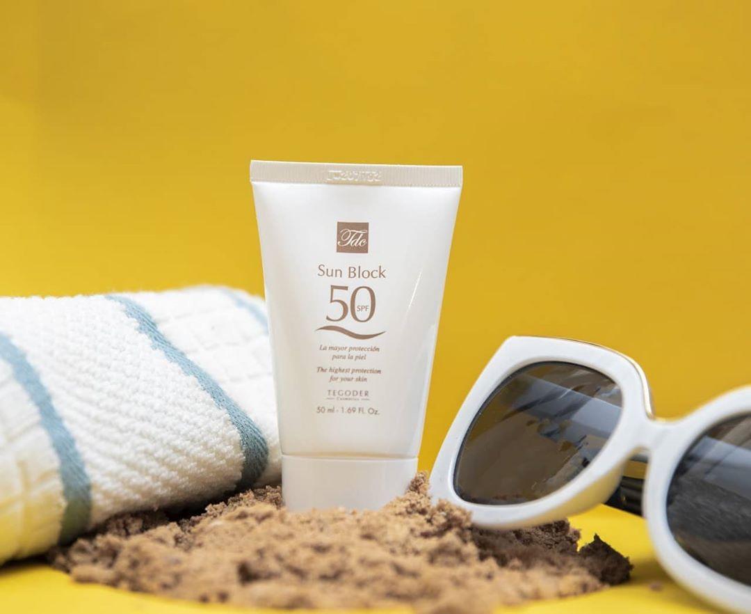 Tia UV là một trong những nguyên nhân đầu tiên dẫn đến nám da, thay đổi sắc tố da.