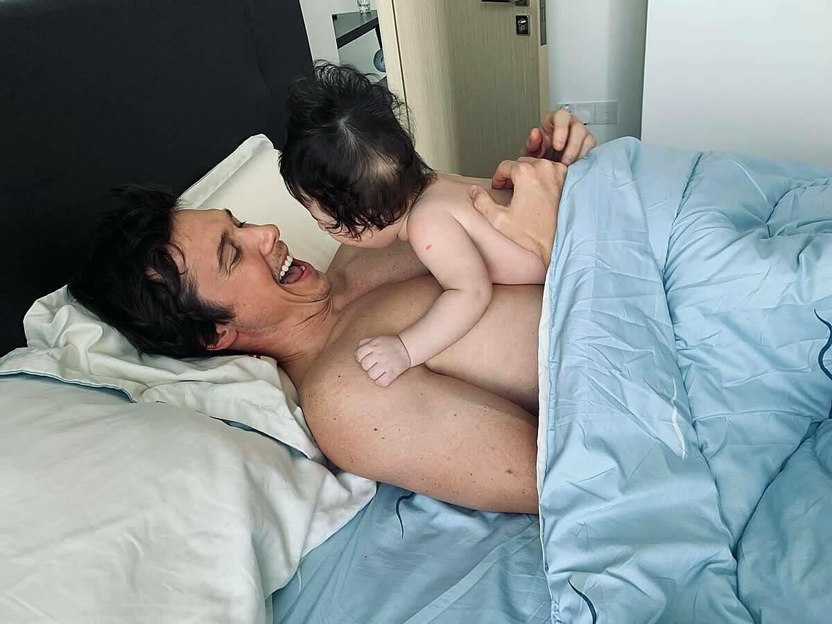 Jack dành toàn thời gian chăm sóc con trai khiến Hoàng Oanh ghen tỵ rằng: Bố Jack chỉ biết Max thôi.