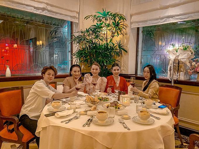 Bảo Thanh, Bảo Hân dự sinh nhật Phương Oanh Quỳnh búp bê.