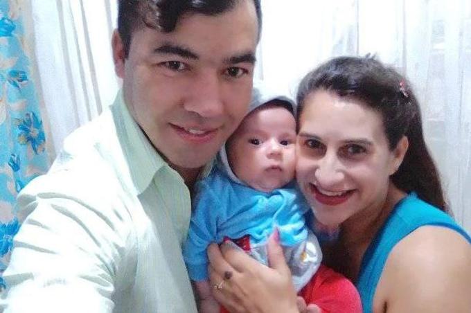 Josieli Lopes với con trai và chồng trước khi bị chồng giết hại. Ảnh: Newflash.