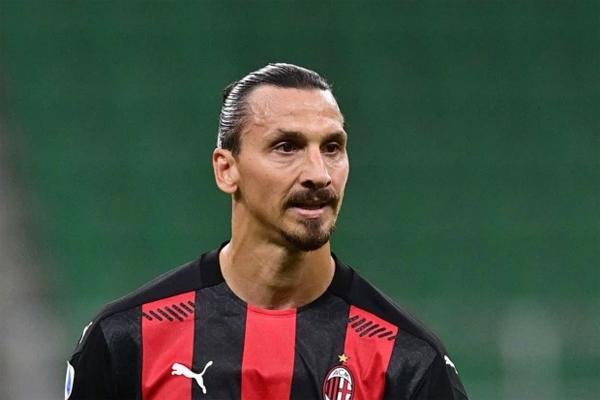 Ibrahimovic nhiễm Covid-19 sau trận mở màn Serie A hôm 22/9. Ảnh: The Sun.