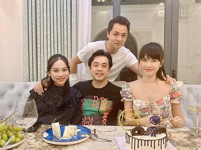 Nhạc sĩ Dương Khắc Linh đưa vợ bầu đến nhà Đăng Khôi - Thủy Anh chơi.