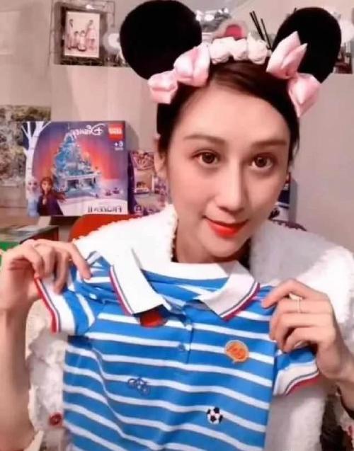 Vợ Trần Hạo Dân bán đủ mọi thứ, từ mỹ phẩm, nữ trang, quần áo em bé...