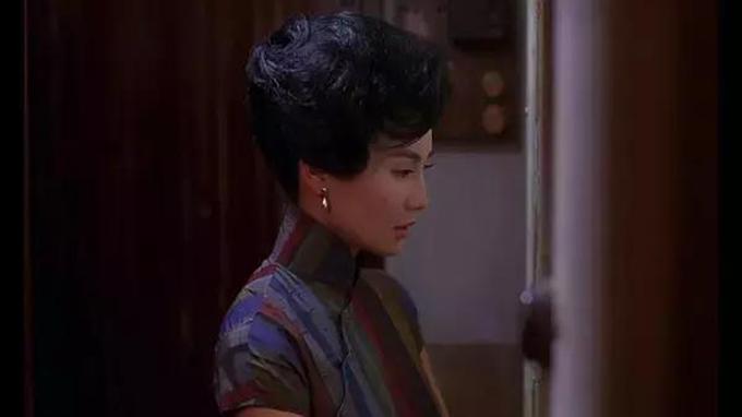 Bộ xường xám này được Trương Mạn Ngọc mặc tám lần, có tỷ lệ xuất hiện nhiều nhất trong In The Mood For Love.