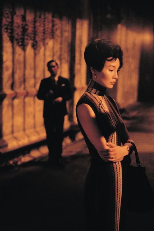 Xường xám tôn vóc dáng đẹp gợi cảm nhưng vẫn kín đáo của Trương Mạn Ngọc.