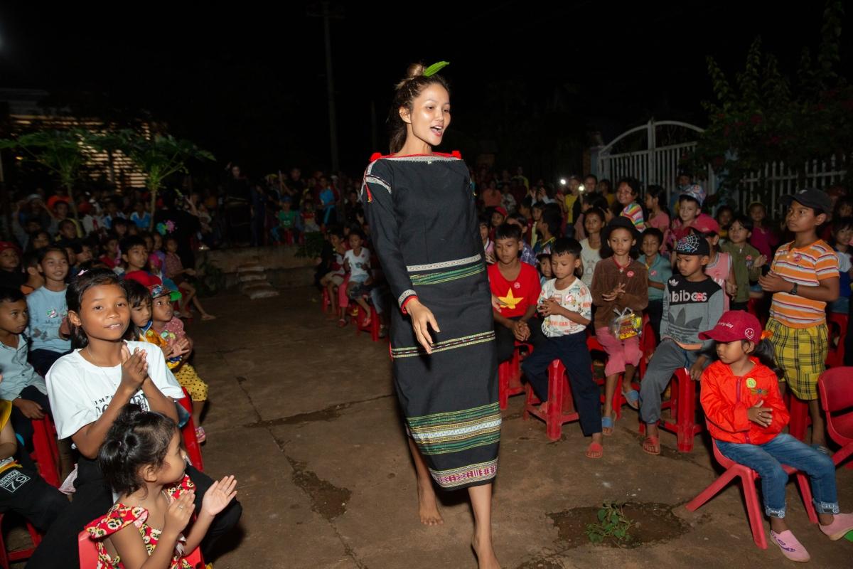 HHen Niê, Khánh Vân tổ chức trung thu ở Đắk Lắk - 4