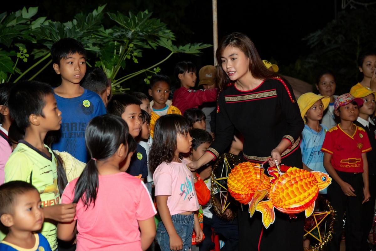 HHen Niê, Khánh Vân tổ chức trung thu ở Đắk Lắk - 8