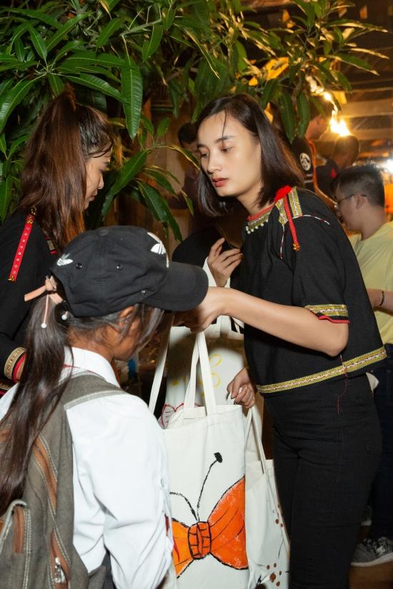 HHen Niê, Khánh Vân tổ chức trung thu ở Đắk Lắk - 12