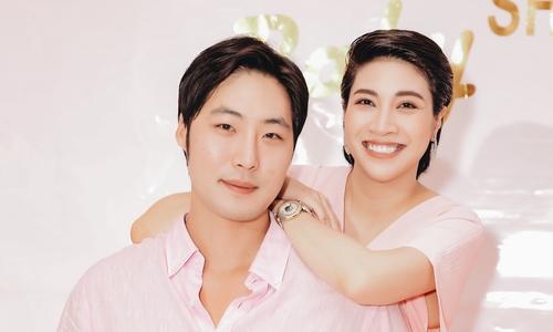 Pha Lê và chồng Mỹ gốc Hàn mở tiệc chào đón con gái