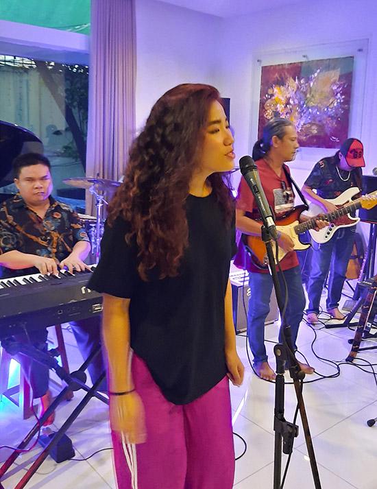 Con gái nữ ca sĩ cũng thừa hưởng năng khiếu ca hát của bố mẹ.