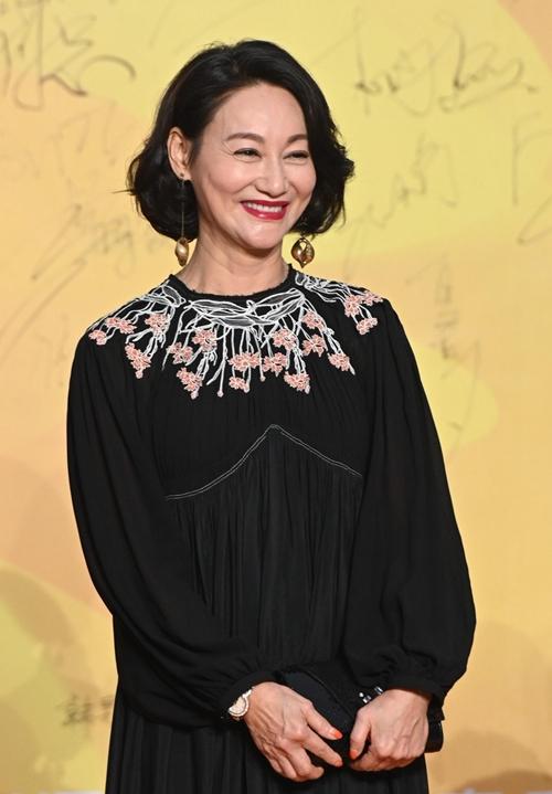 Cùng với Lưu Hiểu Khánh, lễ trao giải Bách Hoa còn có sự góp mặt của một nữ nghệ sĩ gạo cội khác, đó là Huệ Anh Hồng.