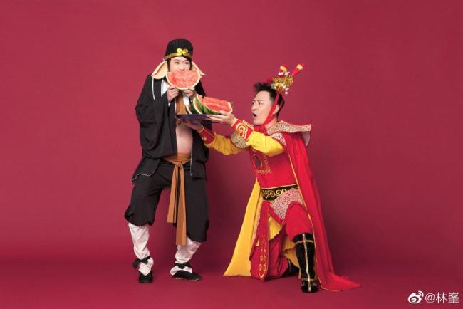 Bộ ảnh hài hước của Lâm Phong và vợ bầu.