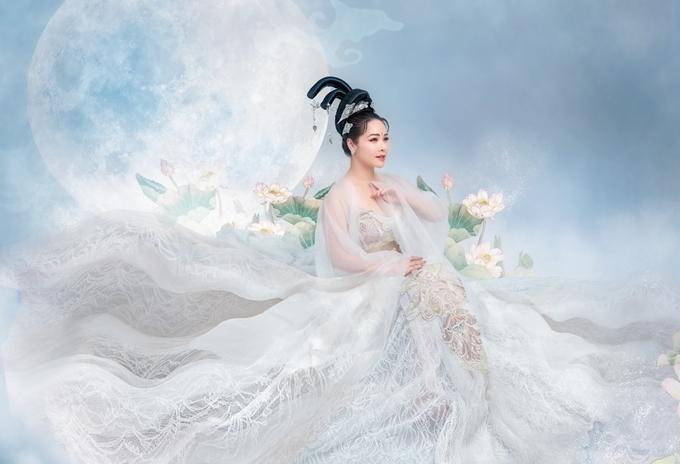 Nhật Kim Anh hóa thân thành chị Hằng.