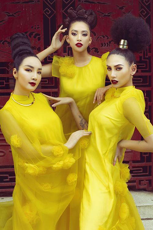 Trước ngày diễn ra show diễn Vàng Son tại Huế , hai nhà thiết kế tiếp tục giới thiệu bộ ảnh mới với sự góp mặt của 3 mỹ nhân nổi tiếng.