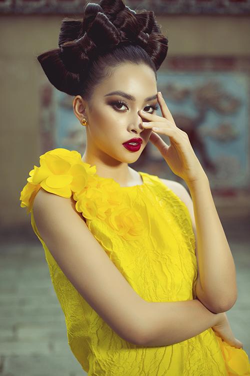 Tiểu Vy cũng là một trong những mỹ nhân được Vũ Ngọc và Son đánh giá cao vể vóc dáng và khuôn mặt đẹp chuẩn hoa hậu. Chính vì thế, người đẹp gốc Hội An luôn được mời tham gia các dự án thời trang.