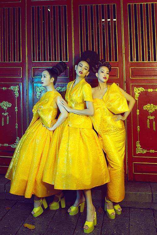Lăng Ông Bà Chiểu với kiến trúc độc đáo góp phần làm nổi bật các mẫu trang phục dành cho dạ tiệc của hai nhà thiết kế Vũ Ngọc và Son.