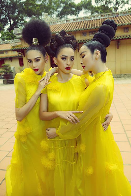 Võ Hoàng Yến, Tiểu Vy, Giáng My (từ trái qua phải) lần đâu tên chụp ảnh cùng nhau nhưng cả 3 người đẹp đều thể hiện sự kết hợp ăn ý.