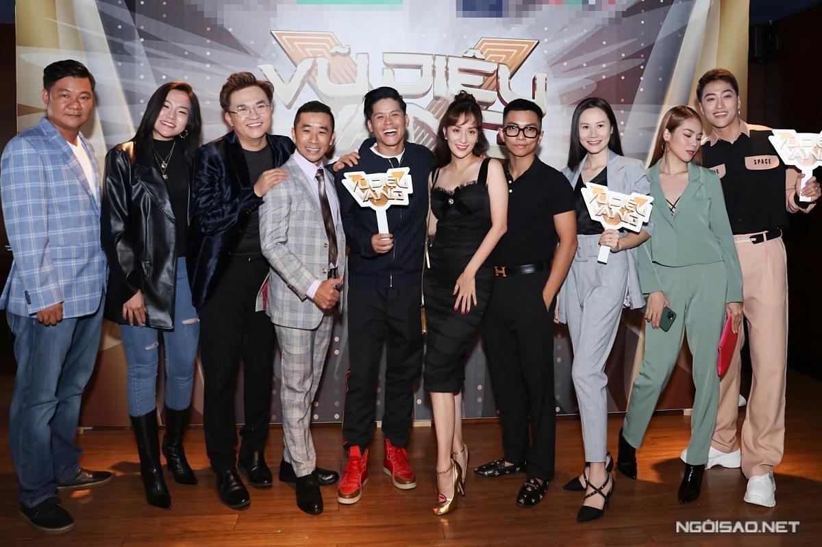 Chương trình quy tụ ban giám khảo nổi tiếng: Khánh Thi, John Huy Trần, Việt Hương... Tập đầu tiên sẽ lên sóng lúc 20h30 ngày 6/10 trên kênh HTV7.