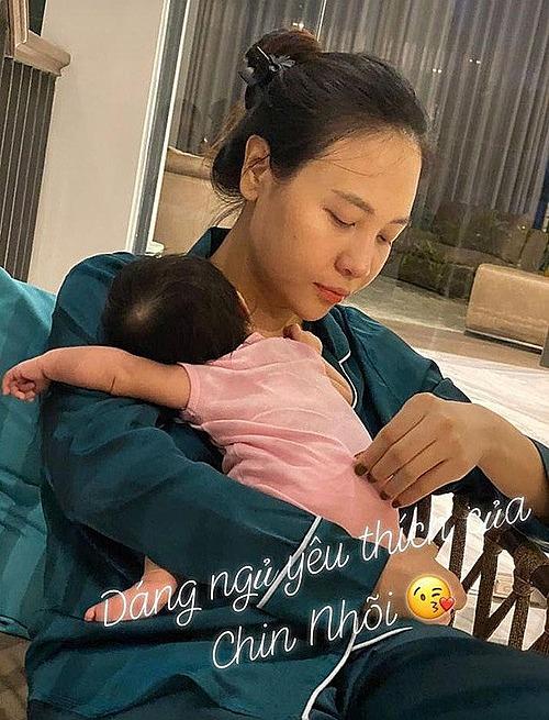 Cường Đôla chia sẻ khoảnh khắc đời thường của vợ và tiết lộ tư thế ngủ yêu thích của con gái Suchin.