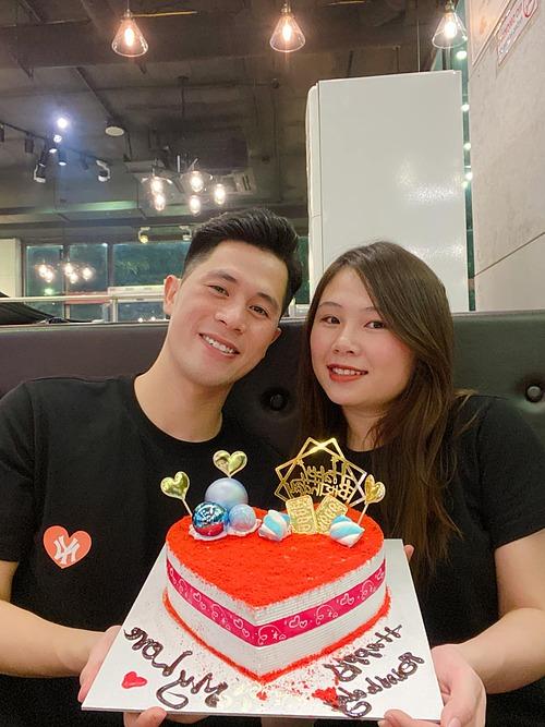 Cầu thủ Đình Trọng chúc mừng sinh nhật bạn gái Trang Heo.