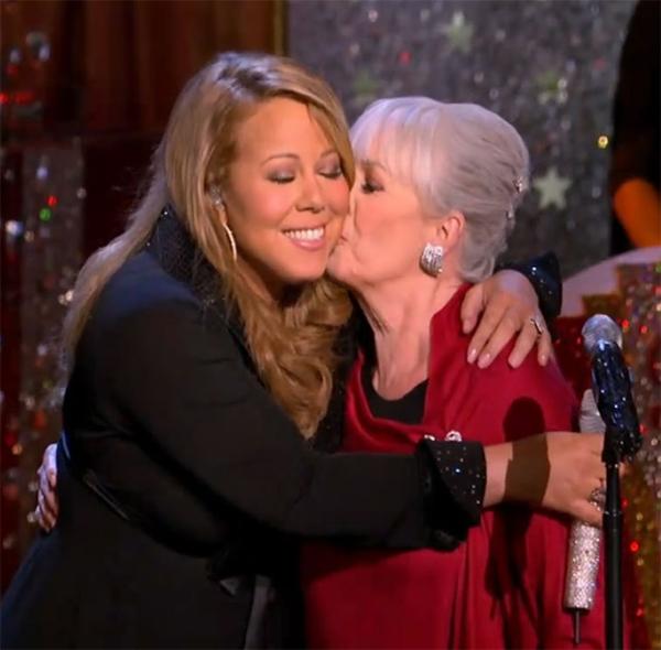Mariah và mẹ trong buổi biểu diễn.