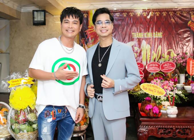 Ca sĩ Lâm Hùng hào hứng dự lễ cúng Tổ tại biệt thự trăm tỷ của đàn anh.