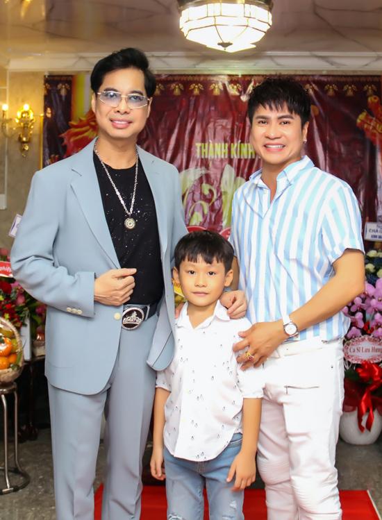 Ca sĩ Lương Gia Huy đưa con trai đến thăm sư phụ. Ngọc Sơn là người thầy đã dìu dắt, giúp đỡ Lương Gia Huy trên con đường nghệ thuật.