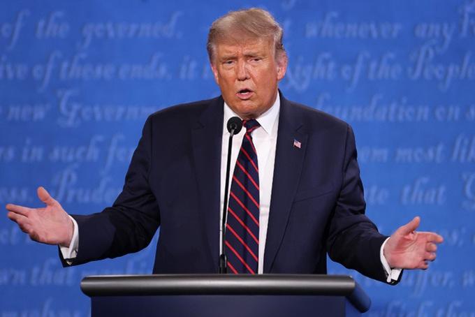 Buổi tranh luận diễn ra từ 21h đến 22h30 ngày 29/9 (8h-9h30 sáng nay giờ Hà Nội) tại hội trường Đại học Case Western Reserve ở Cleveland và do Chris Wallace, người dẫn chương trình của đài Fox News, điều hành. Trump và Biden không đeo khẩu trang, đứng cách nhau hai mét tranh luận để tuân thủ hướng dẫn phòng dịch Covid-19. Các chủ đề mà họ sẽ đề cập bao gồm hồ sơ của Trump và Biden, Tòa án Tối cao, Covid-19, kinh tế, tính toàn vẹn của bầu cử, vấn đề chủng tộc và bạo lực ở các thành phố.