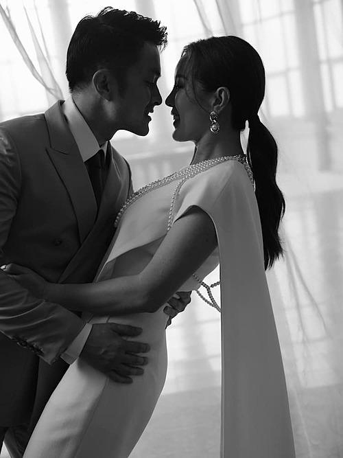 Hoa hậu Thu Hoài kỷ niệm 5 năm yêu bạn trai Trí Tống cùng chia sẻ: Đã đi hết đoạn đường năm năm mà chưa biết mệt.