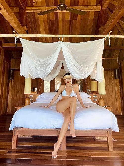 Người mẫu Minh Triệu khoe body nóng bỏng với bikini.