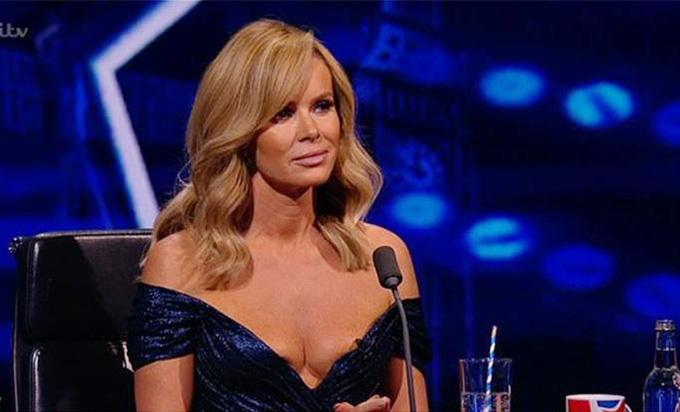 Giám khảo Britains Got Talent tiếp tục mặc hở ngực dù bị chỉ trích - 4
