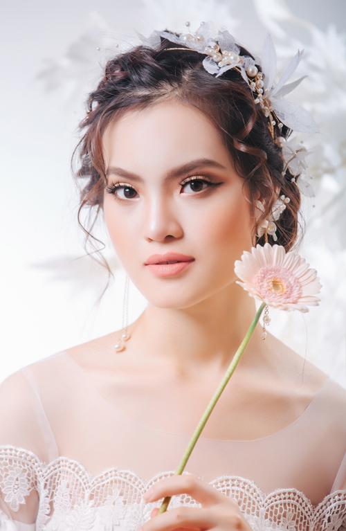 Bộ ảnh được thực hiện bởi nhiếp ảnh: DL Duy, trang điểm: Duyên Nguyễn, trang phục: DL Duy Bridal, người mẫu: ca sĩ Sunny Đan Ngọc.
