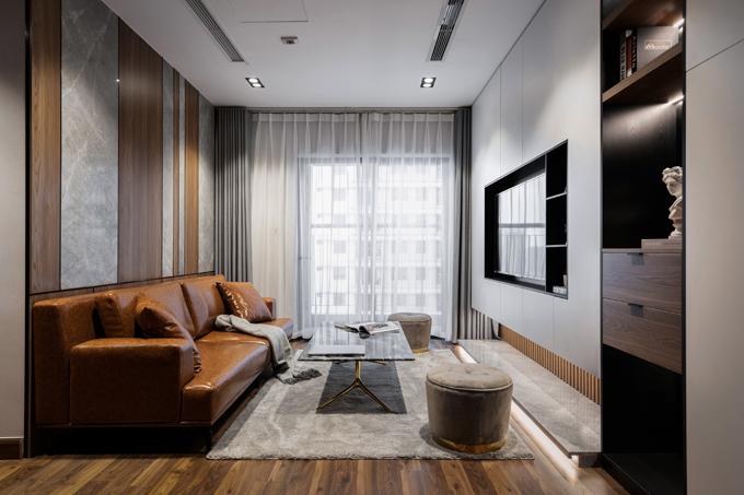 Nhóm KTS và gia chủ thảo luận, nhất trí về phong cách căn hộ là modernism (hiện đại). Đây là phong cách xuất hiện vào đầu những năm 1960, không sử dụng vật liệu, đường nét trang trí của phong cách cổ điển. Đặc trưng của xu hướng này là sử dụng vật liệu nhân tạo như thép, bê tông, kính. Thiết kế hiện đại thường tập trung vào công năng sử dụng, loại bỏ các chi tiết rườm rà, trang trí không cần thiết, hướng tới sự tinh tế.