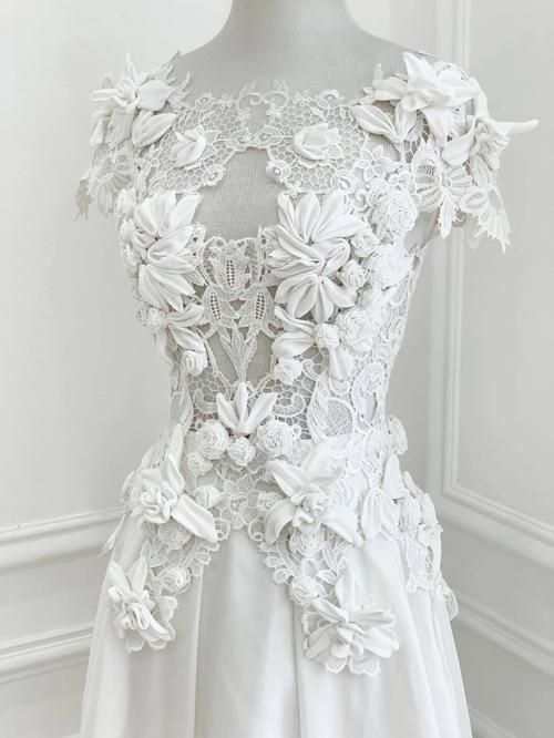 Các khối hoa 3D, vải ren, vải trơn kết hợp nhuần nhuyễn trong cùng một bộ váy cưới. Các mẫu đầm cưới mới của Trương Thanh Hải sẽ lần lượt được giới thiệu trong khuôn khổ của triển lãm cưới diễn ra tại TP HCM sáng ngày 3/10.